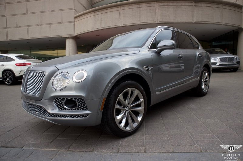 Pre-Owned 2017 Bentley Bentayga - Robb Report's SUV of the Year
